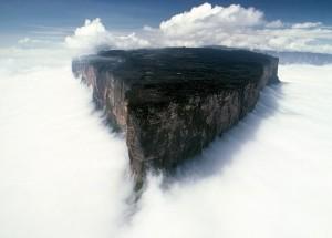 montagne dans nuages